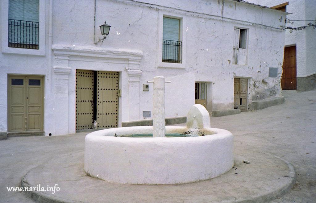 Fuente plaza Narila 2000
